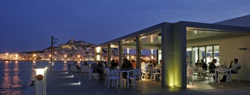 Uitzicht vanuit restaurant Calma op het water